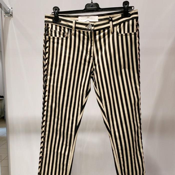 Зауженные джинсы размера M (RU)